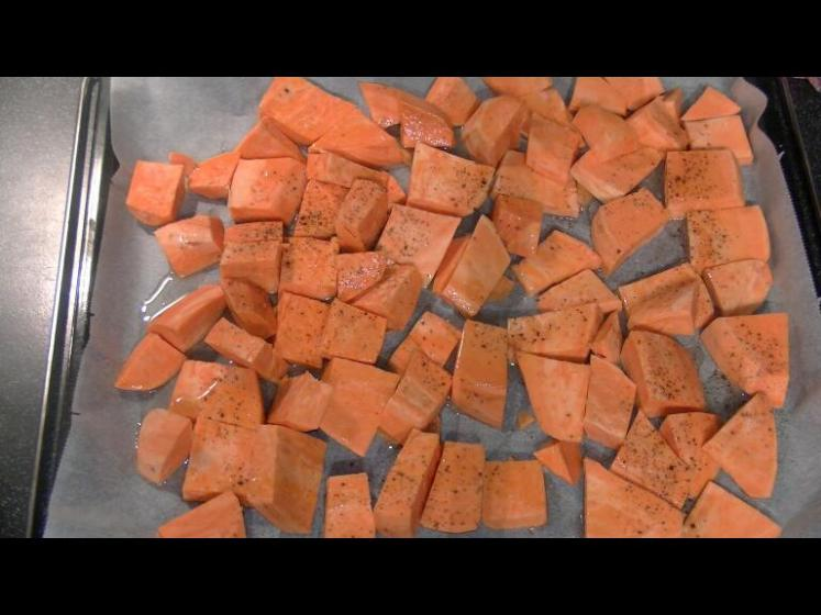 Süßkartoffeln_Backblech_würzen