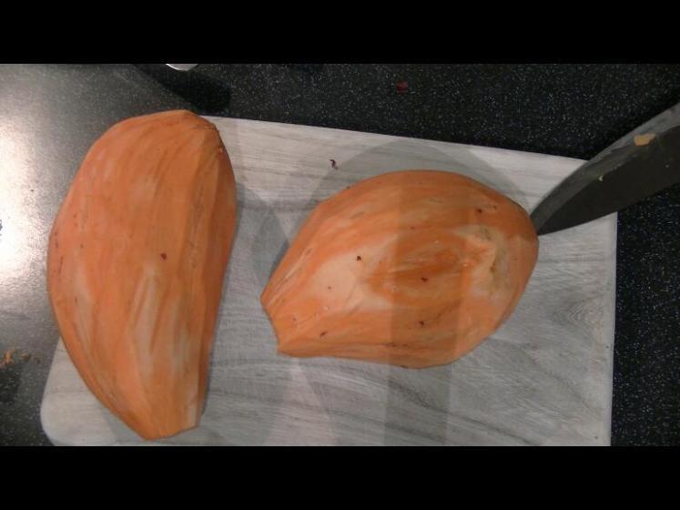 Süßkartoffeln_schälen